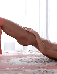 Stunning coed beauty shows off her perfect body