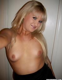 Blonde girlfriend teases with her ready to fuck ass while taking selfshot pictures