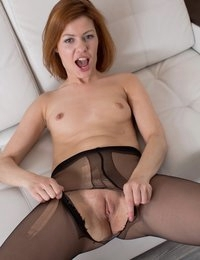 Vibrator play for stunning redhead in both holes